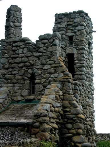 512px-Robinson_Jeffers_Hawk_Tower,_Tor_House,_Carmel,_CA_2008_Photo_by_Celeste_Davison